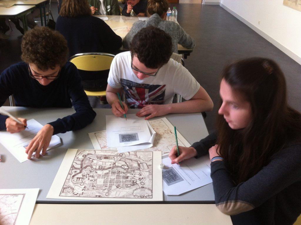 Travail sur les plans de Rennes aux Archives municipales